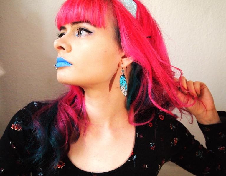 Lucia Clara, Selfie, pinke Haare, blaue Lippen, Blick in die Zukunft