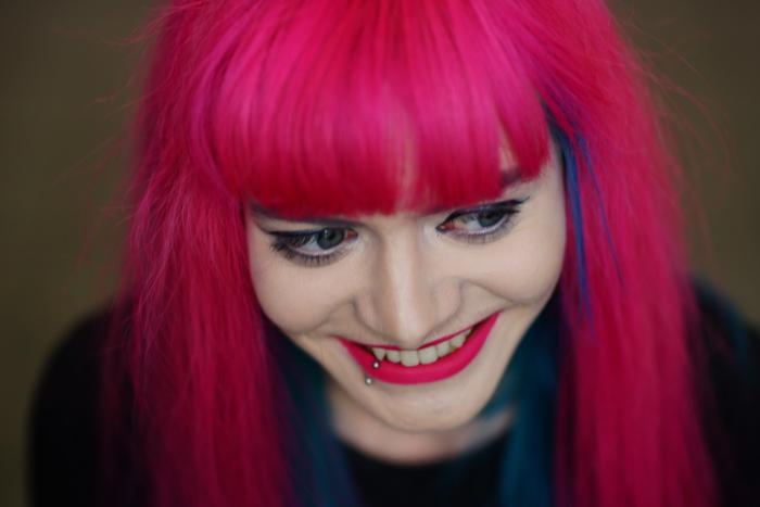 Lucia Clara, Porträt, lächelnd